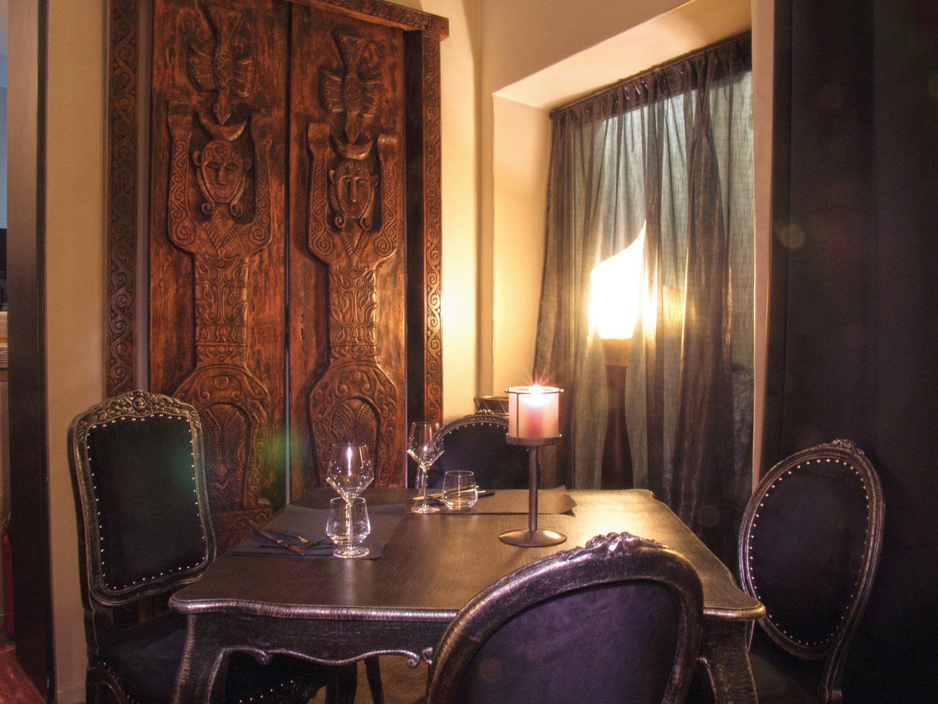 05-le-boudoir-restaurant-table-armoire-Perpignan