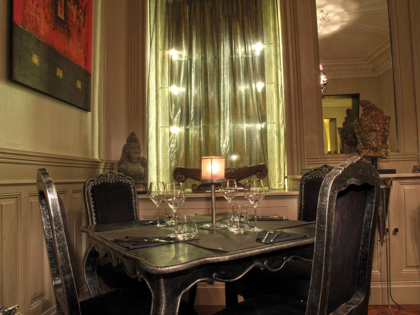 08-le-boudoir-restaurant-table-tableau-Perpignan