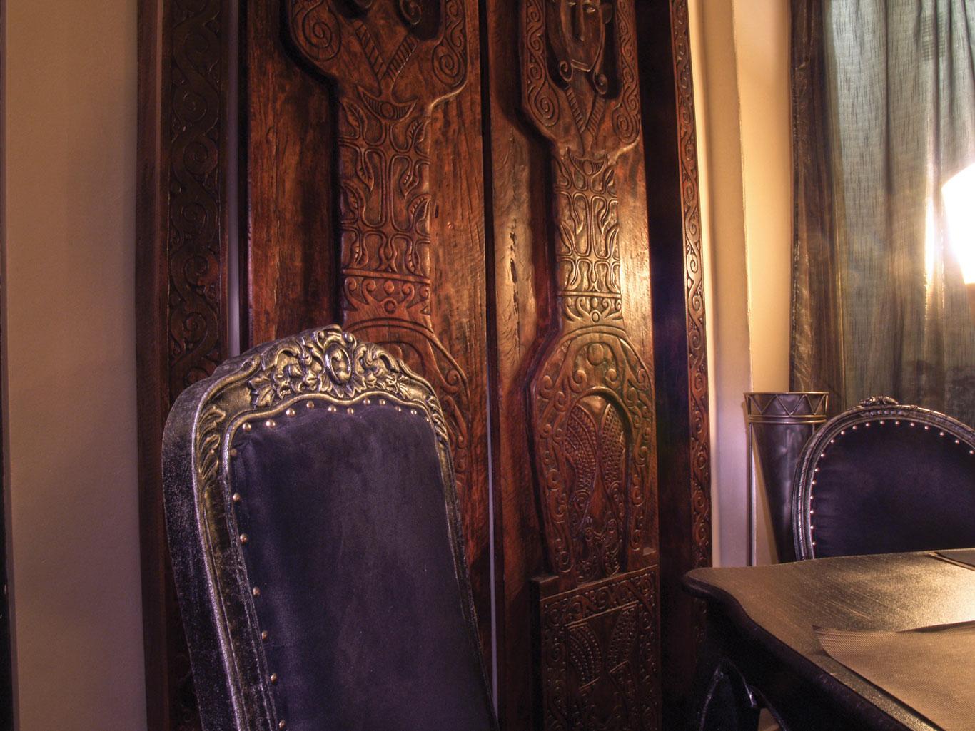 18-le-boudoir-restaurant-gros-plan-chaise-table-Perpignan