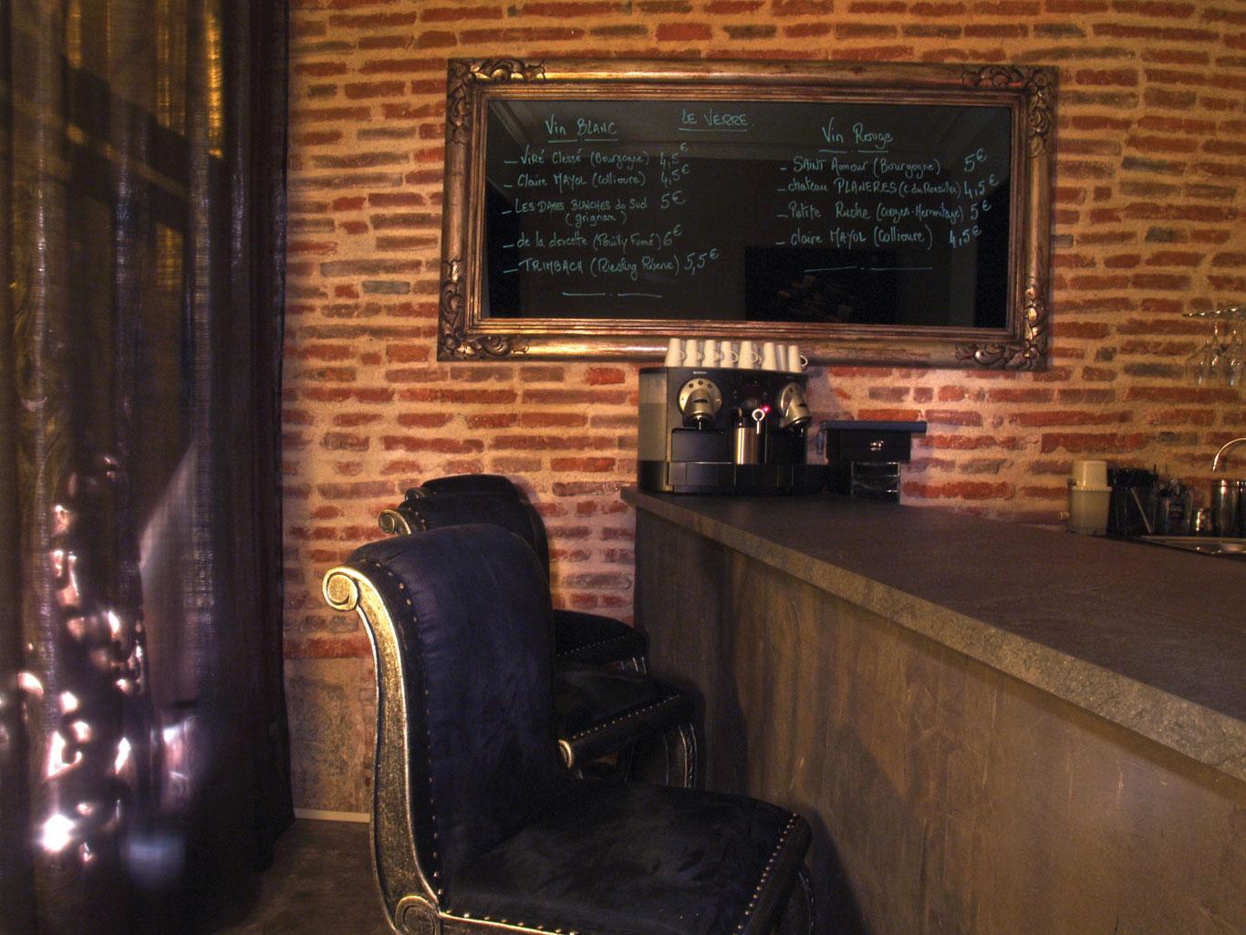 20-le-boudoir-le-bar-tabourets-centrale-Perpignan
